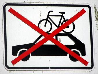 Lustige Verkehrsschilder – aber dieses macht durchaus Sinn. Für ...