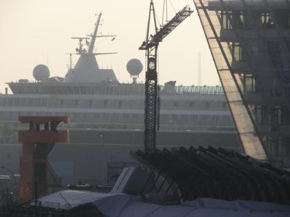 12. 11. 2011 Marco Polo Terasse East und Tower und Schiff Hafencity
