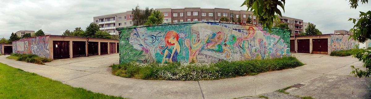 In Cottbus kann man Streeetart und Graffiti auf garagen üben, lernen und verfeinern. Tolle Street Art Szene.