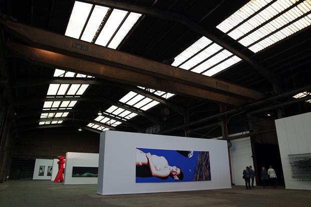 die kunstausstellung in der fabrikhalle, schlesswig holstein, bei Hamburg